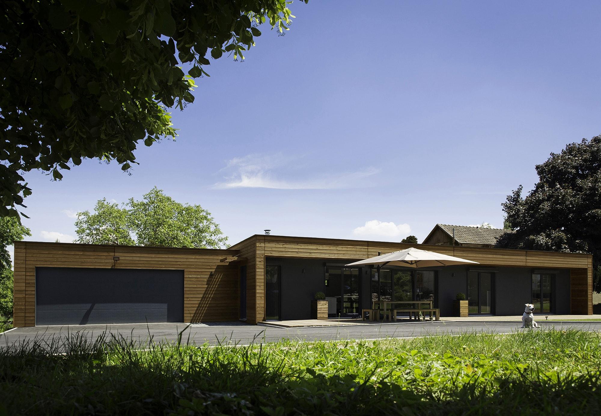 maison de plain-pied en bardage bois